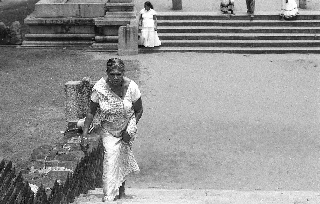 srilankaWomen-2013-low-8.JPG