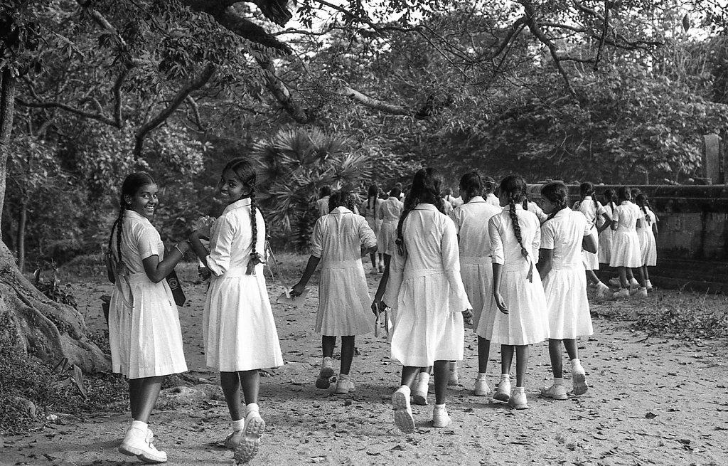 srilankaWomen-2013-low-11.JPG