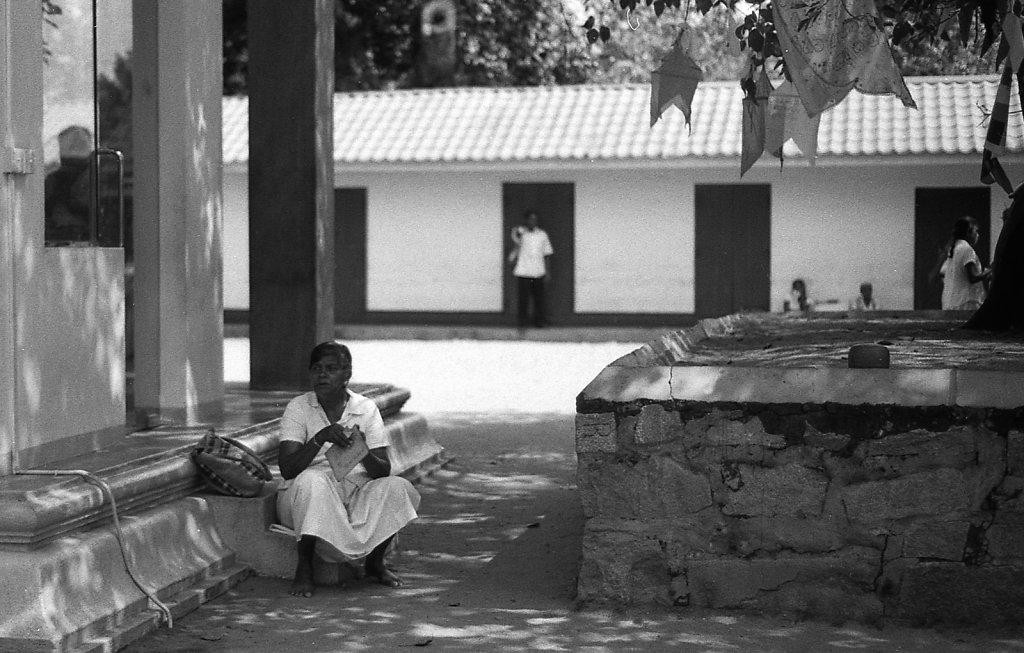 srilankaWomen-2013-low-0.JPG